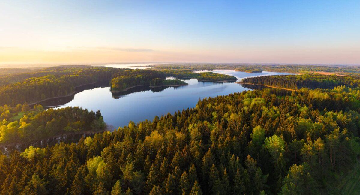 Закат на озере в Беларуси
