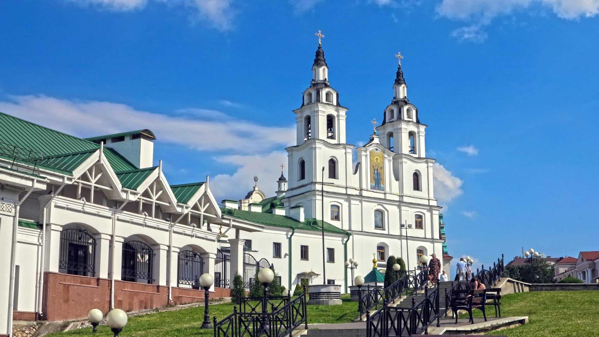 Минский Кафедральный собор с Немиги