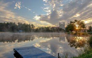 Церковь на озере, Беларусь