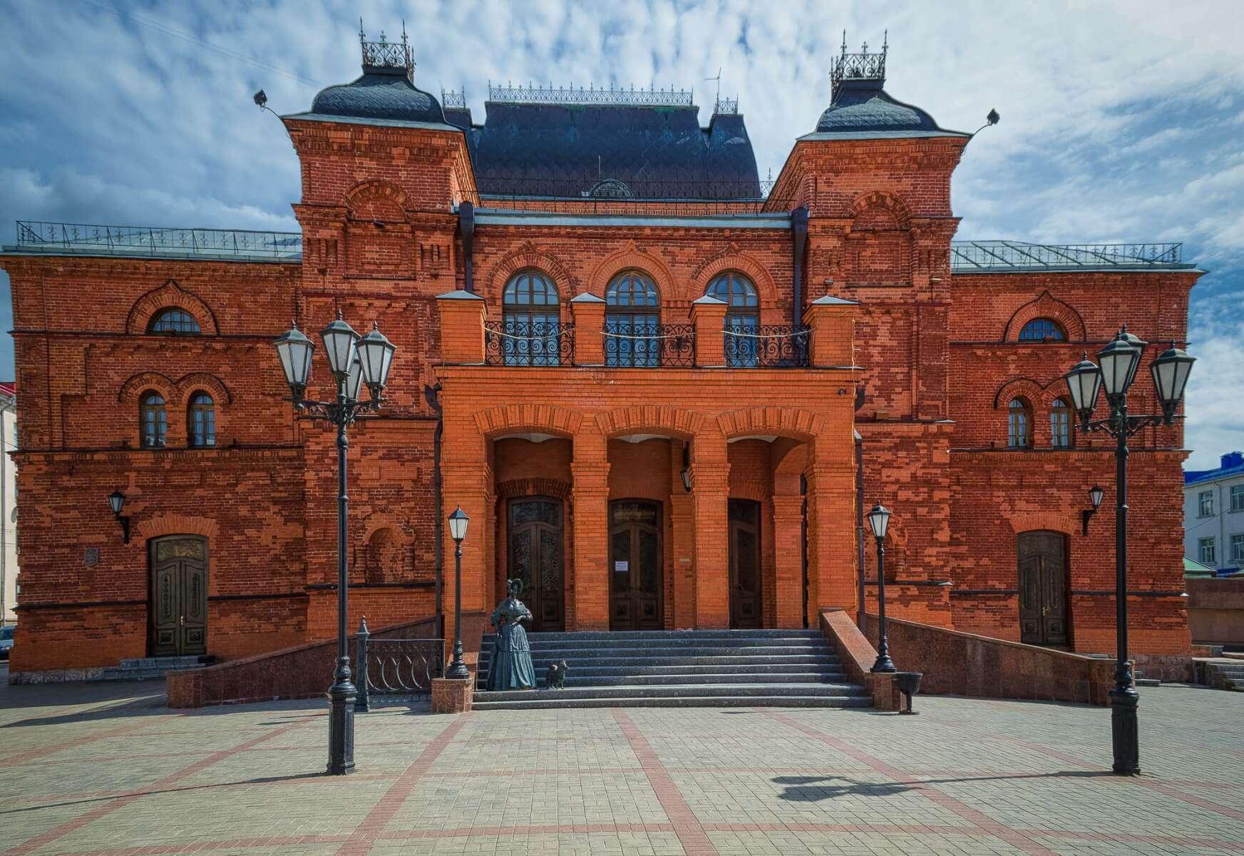 Кирпичный драматический театр в Могилеве