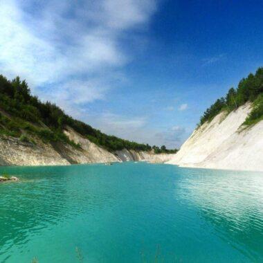 Бирюзовая вода Меловых карьеров