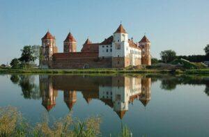 Озеро возле Мирского замка