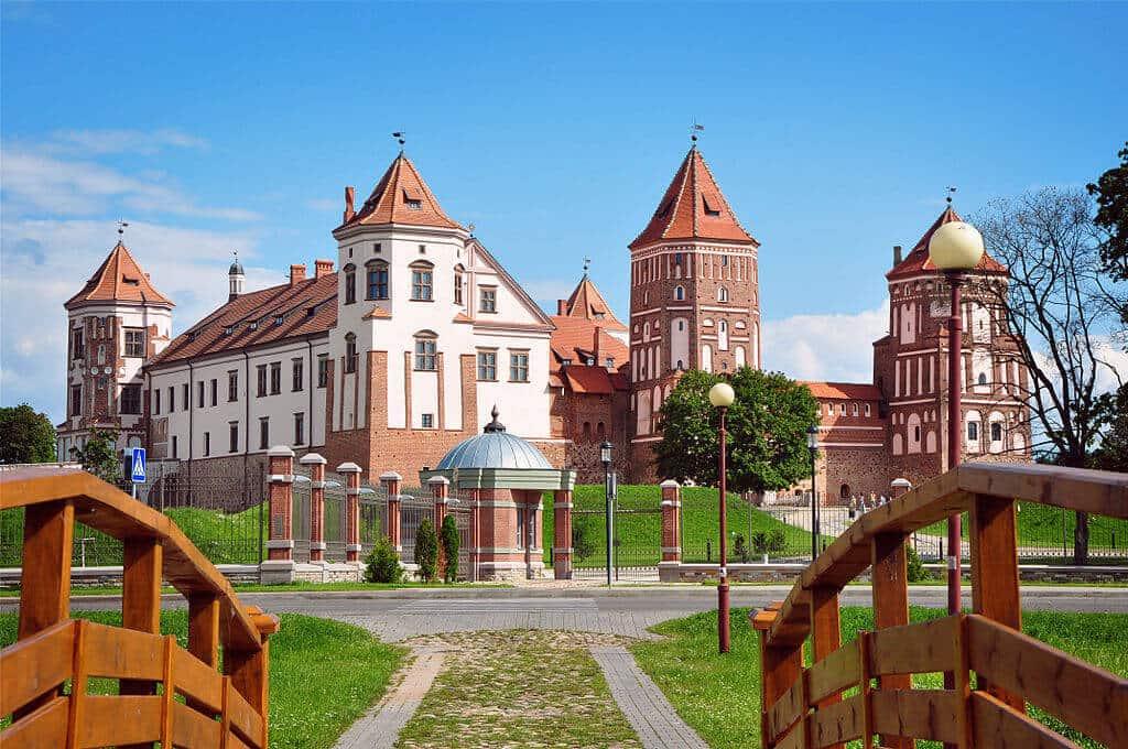 """Attēlu rezultāti vaicājumam """"Mira castle in Belarus"""""""
