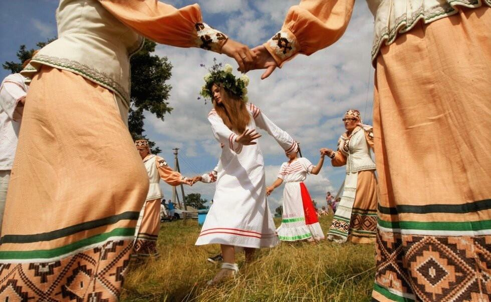Народные танцы на природе Беларуси