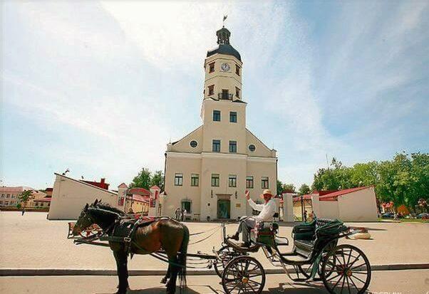 Главная площадь Несвижа с ратушей