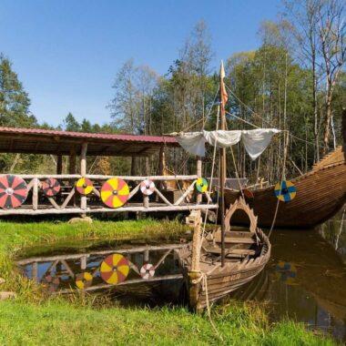 Корабли викингов на пристани в Суле