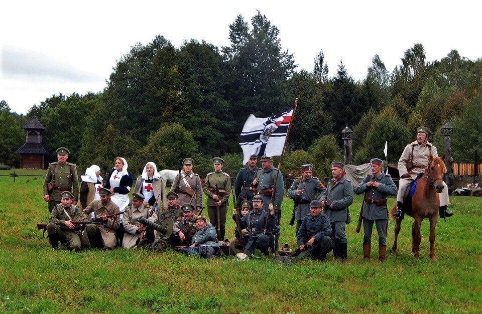 Участники реконструкции боев Первой мировой на поле