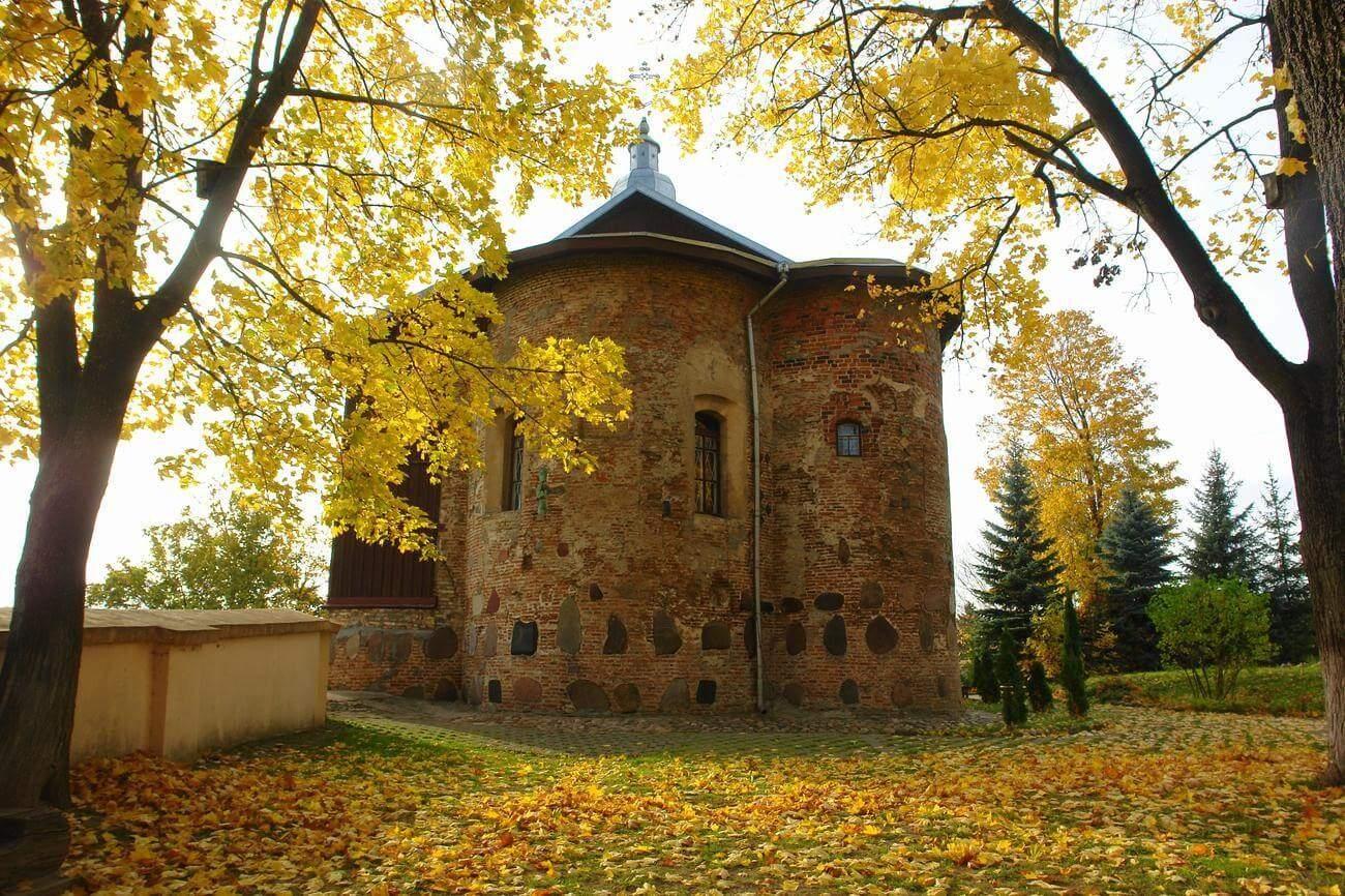 борисоглебская церковь осенью