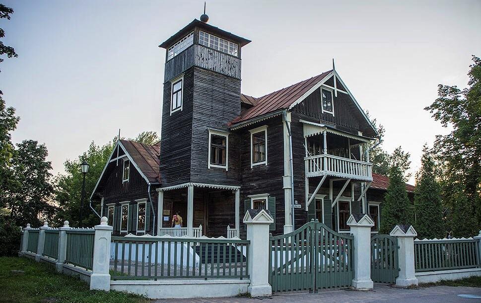 Outbuilding in Loshitsky park