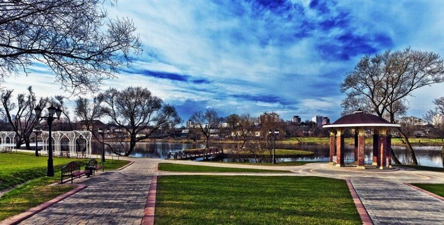 Loshitsky Park panorama