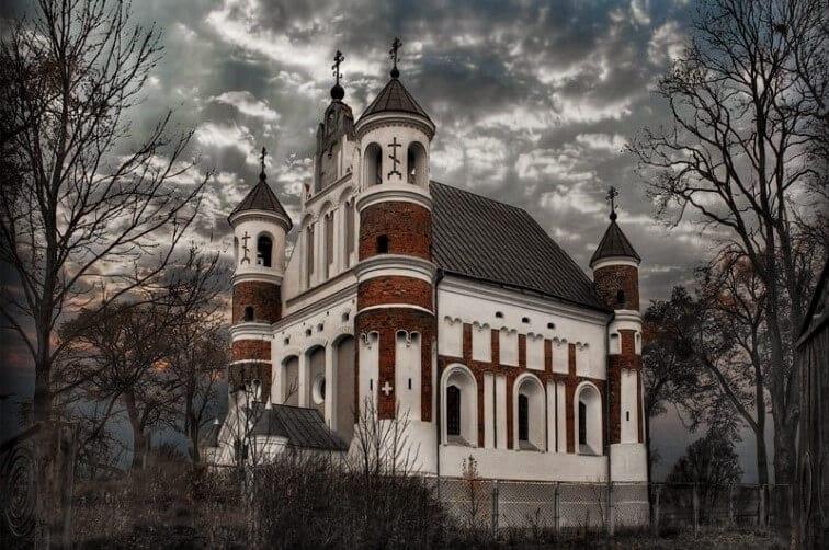 Пасмурно над Церковью Святой Богородицы