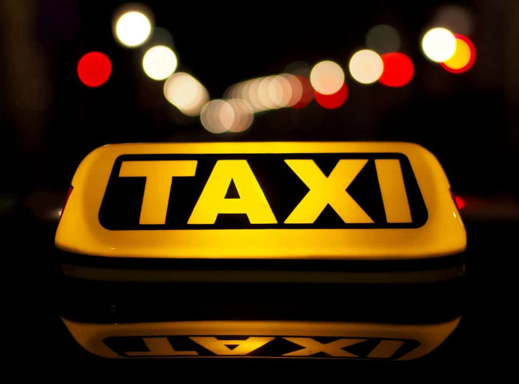 taxi sign, how to get from airport to Minsk