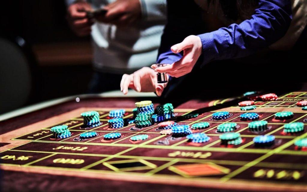 Игровой стол в казино Victoria Cherry в Минске