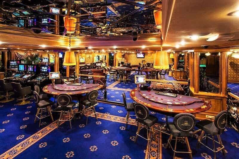 Официант в ночных клубах и казино минскаъ автоматы не игровые которые ставят в школа