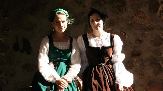 Girls in traditional Belarusian dresses, Lida