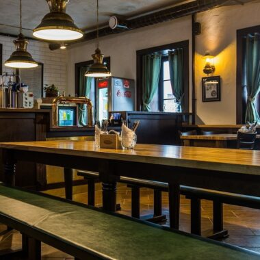 аутентичная пивоварня с разными сортами пива