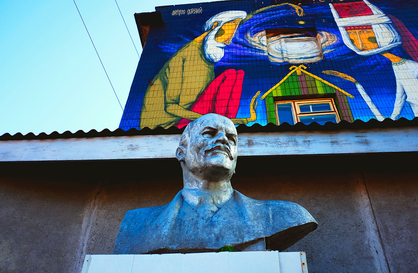 Lenin statue and street art in Minsk