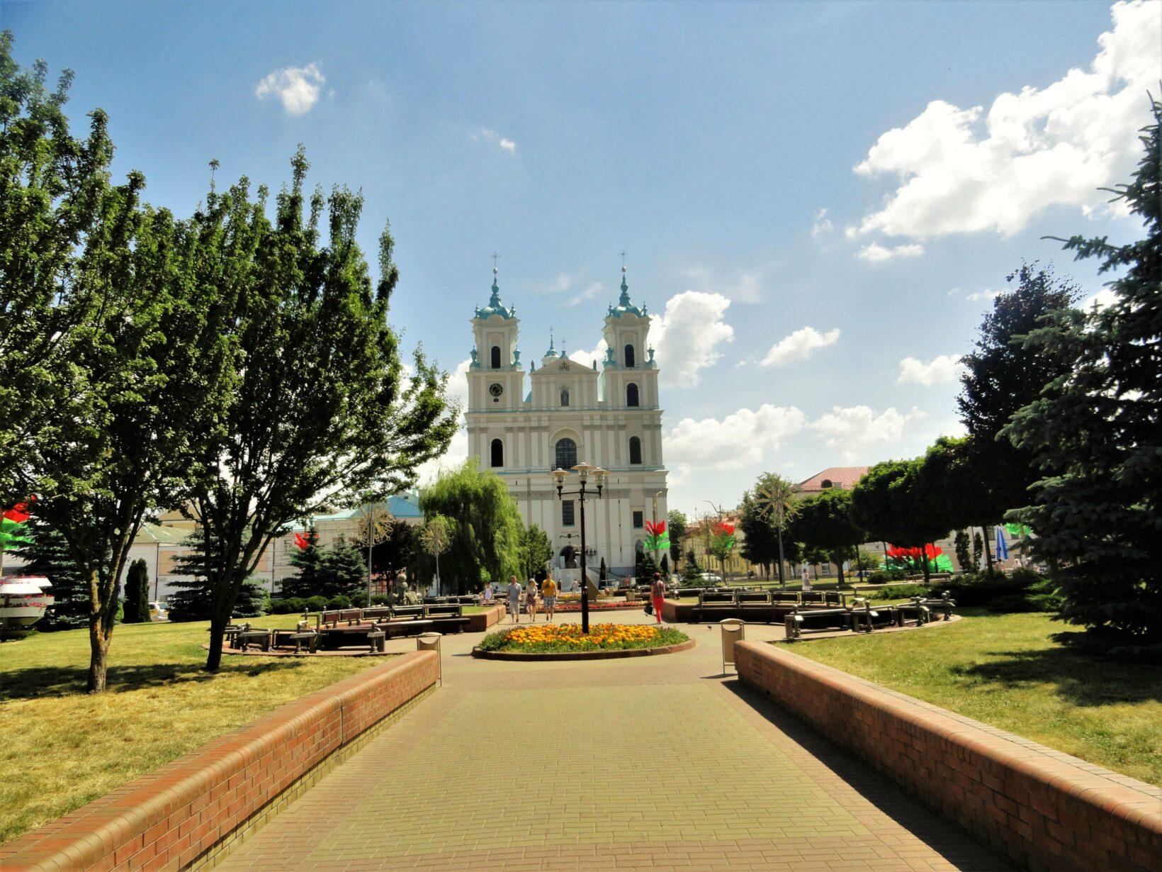 Главная площадь Гродно с кафедральным собором Святого Франциска Ксаверия
