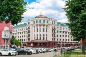 Crowne Plaza hotel in Minsk outside