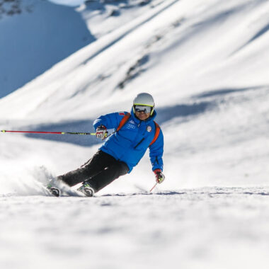 skier on the snow, skiing tips for Belarus