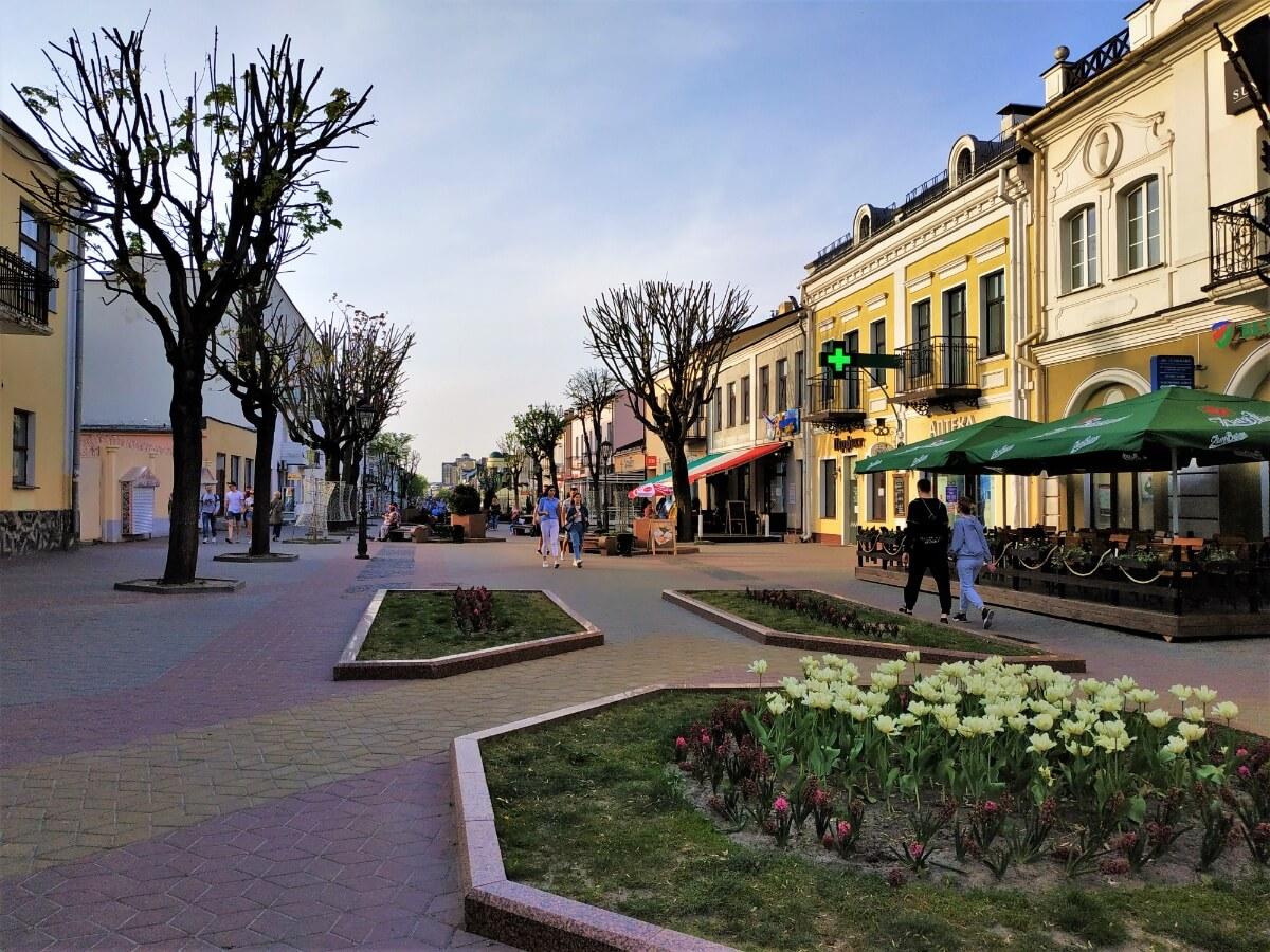 Уличные кафе на улице советской в Бресте