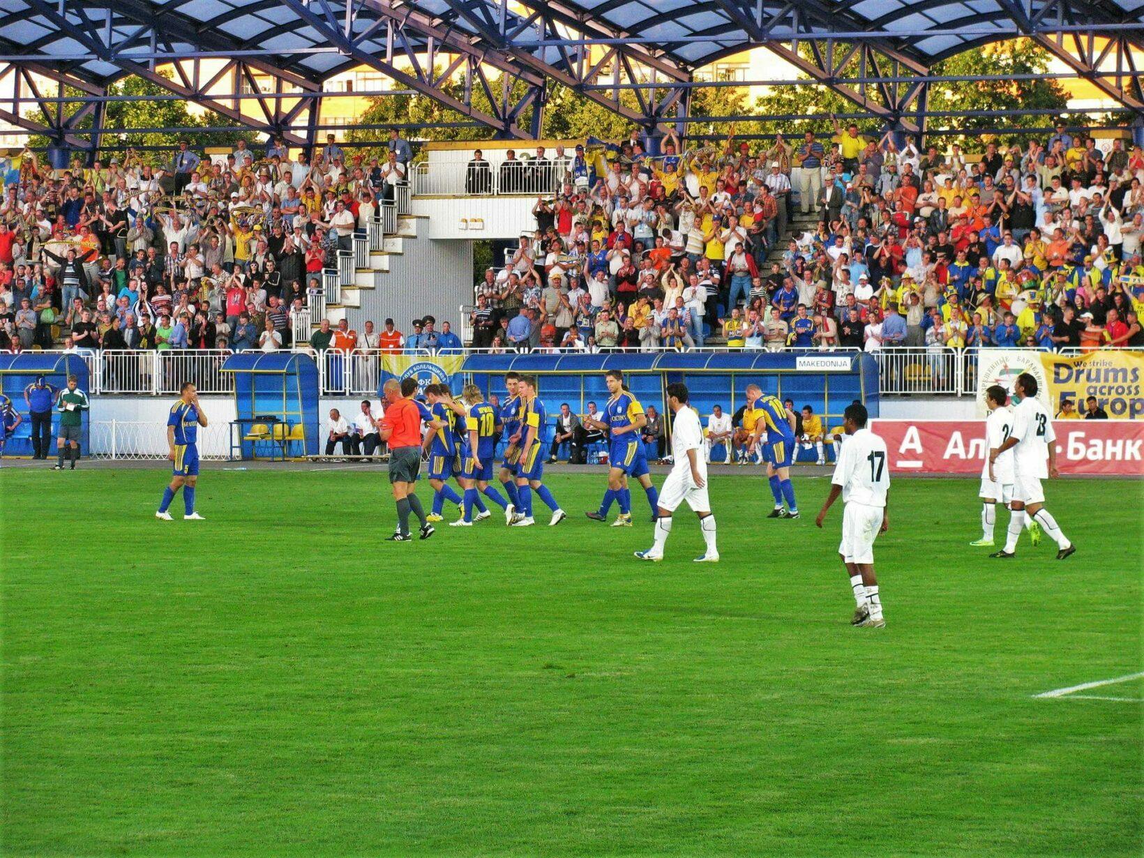 Футболисты клуба БАТЭ Борисов на стадионе