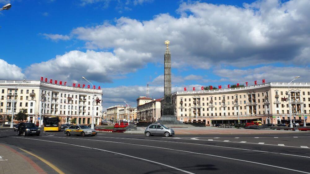 plac i aleje niepodległości w centrum Mińska, zwiedzanie Białorusi