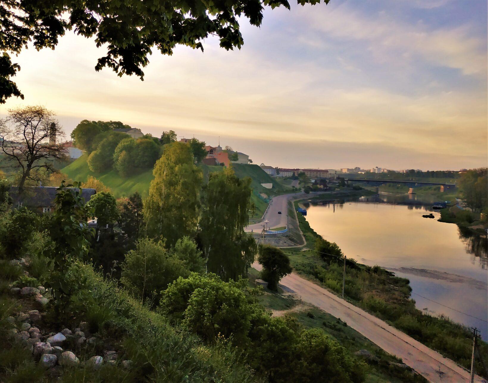 Grodno panorama rzeki, zwiedzanie Białorusi